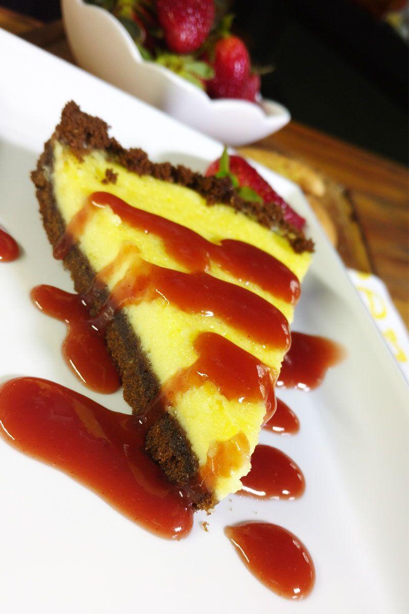 Cheescake de chocolate y salsa de frutos rojos ¡irresistible!